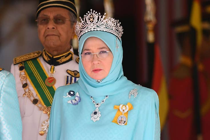 """""""The least I could do...for the govt servants sacrificing their lives ... I salute them."""" The Queen of Malaysia, Raja Permaisuri Agong"""