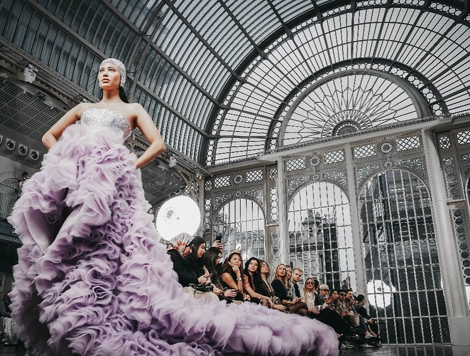 If you wonder what's next for the Fashion London Week Spring/Sumer 2021 we invite you to have a glimpse at a trendy report forecasting the next 10 colours to bring hope, optimism, pleasure and joy to our lives in Spring/Summer 2021.